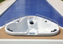 Yacht pool rolo cover